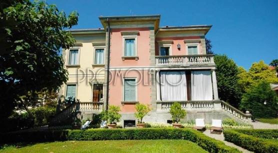 Lago Maggiore - Pallanza. Villa con giardino