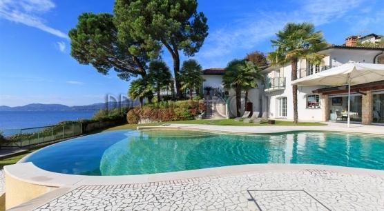 Lago Maggiore. Villa pieds dans l'eau